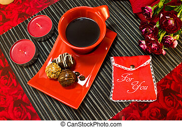 Coffee in red cup with gift envelope - Coffee in red cup on...