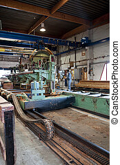 Lumber industry - The main saw in a sawmill
