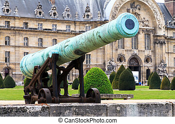 Invalides green cannon - An ancient cannon at Les Invalides...