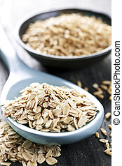 Rolled oats and oat groats