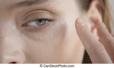 Makeup Close-Up. Eyebrow Makeup, Llong Eyelashes, Brush. -...