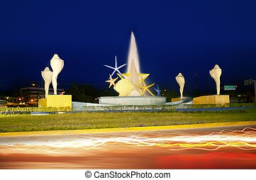 ceviche square in Cancun starfish and seashells sculpture
