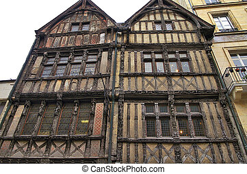 Caen: half-timbered house - Caen (Calvados, Normandy,...