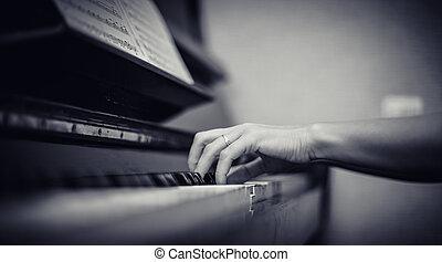 女孩, 戲劇, 鋼琴