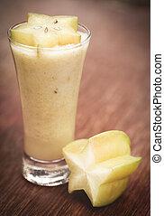 Carambola juice with fresh fruit