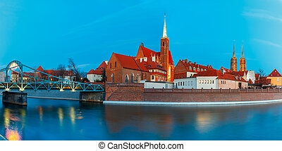 Night panorama of Tumski Bridge, Wroclaw, Poland - Panorama...