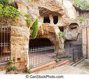 carcere,  vía,  Calascibetta, Cuevas
