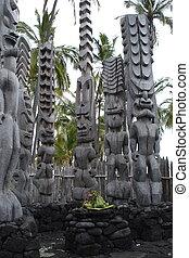 Tiki gods - Ancient wooden sculptures in Hawaii