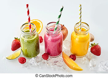 Fruit pieces and smoothies in a row - Row of apple, mango...