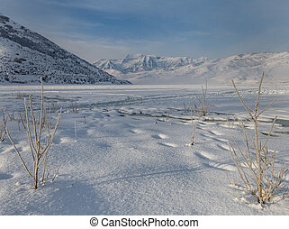 Frozen Deer Creek Reservoir in Utah - Deer Creek Reservoir...