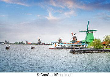 tradycyjny, Holenderski, stary, Drewniany, wiatrak, w,...