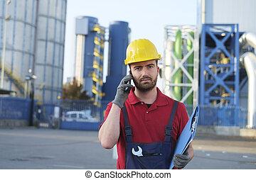 trabalhando, trabalhador, Fábrica, chamando, exterior, inspeção