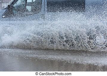 水, 自動車, 水たまり, はねかけること, 雨