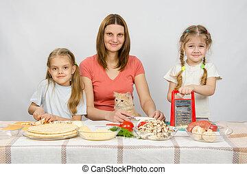 peu,  pizza,  ingrédients, regarder, filles, deux, préparé, ils, mère,  table, chat