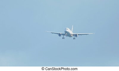 Airbus 320 approaching before landing on runway 25R...
