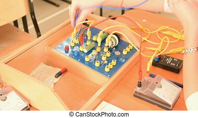 Electric circuit on school physics equipment - Teacher...