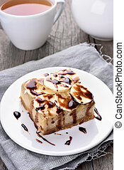 Banana cheese cake - Banan cheese cake with chocolate syrup...