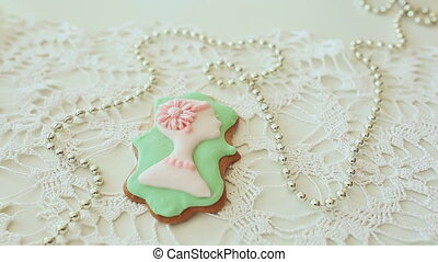 Beautiful gingerbread colored glaze. Female silhouette. -...