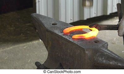 farrier replace horseshoes - the farrier shape the horseshoe