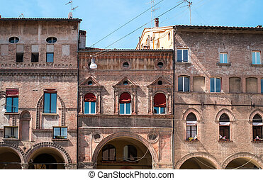 Bologna windows - Peculiar windows on Renaissance buildings...