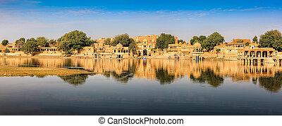 Gadi Sagar (Gadisar), Jaisalmer, Rajasthan, India, Asia -...