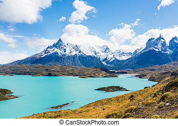 torres del paine - view of gorgeous lago pehoe in torres del...