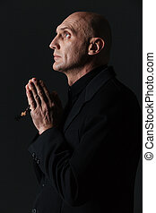 perfil, de, bonito, homem, segurando, rosário, e, praying, ,...