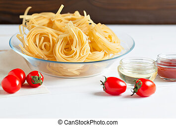Pasta and sauce of fresh tomatoes