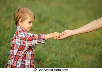 ritratto, bambino, genitore, mano