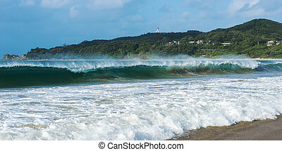 Byron beach and lighthouse - Byron Bay beach and waves in...
