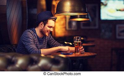texting, Cerveja,  smartphone, barzinhos, homem