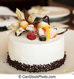 White Cream Cake - White Cream Icing Cake with Fruits and...