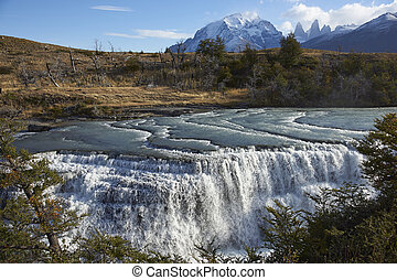 Cascada Paine in Torres del Paine - The waterfall Cascada...