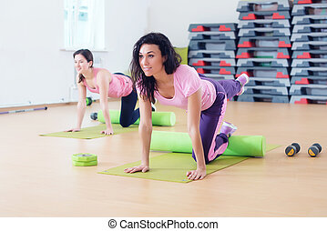 Wit women one leg extension kneeling kickbacks, exercise for...