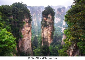 tall mountain peaks of yuanjiajie - yuanjiajie scenic area...