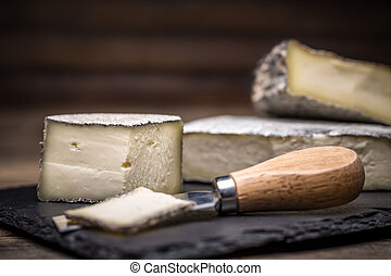 A farmstead cheese made from fresh cow milk