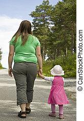 obeso, madre, niño, ambulante, bosque, Trayectoria,...