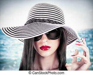 Glamour beach - Girl at beach with hat and sunglasses