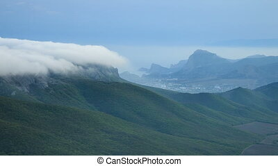 Fog on the mountain slopes - The fog is moving on the...