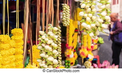 Wind Shakes White and Yellow Flower Garlands - KUALA...
