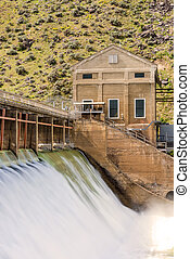 Boise River with high flow spring runoff Dam - Diversion dam...