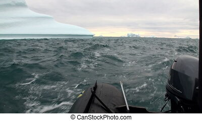 Big Iicebergs floating in sea around Greenland - Big...