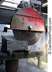 Circular saw for cutting stone