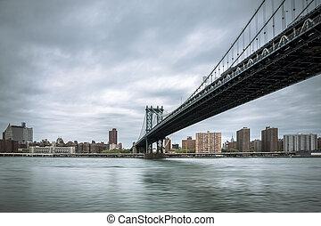 Manhattan Bridge - East River and the Manhattan Bridge on a...
