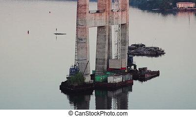 High-rise crane for bridge construction - Concrete...