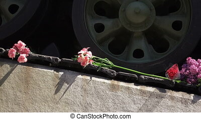 Cloves in tank monument - At wheel of tank monument...