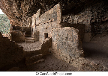 tonto cliff dwelling in arizona - indigenous cliff dwellings...
