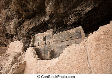 tonto cliff dwelling in arizona - indigenous cliff dwelling...