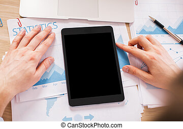 Hands black tablet - Hands with blank black tablet on wooden...