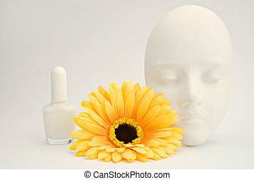 Colour yourself White clay mask, nailpolish and silk flower